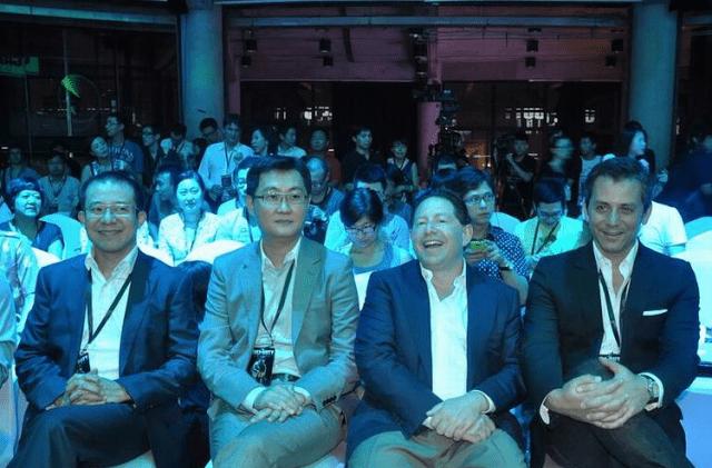 """בובי קוטיק, מנכ""""ל אקטיויז'ן-בליזארד בביקור בסין"""