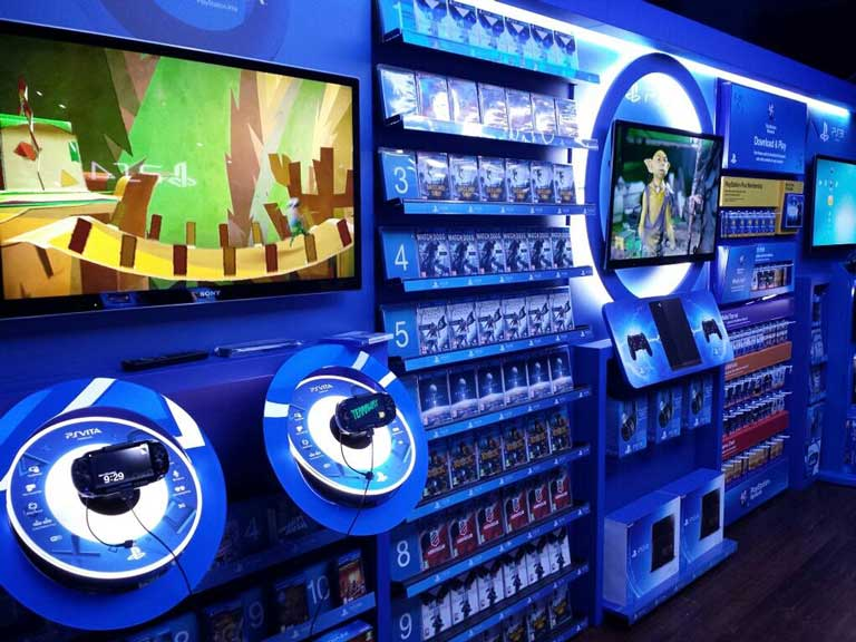 playstaytion-4-store-display-mock-up-1